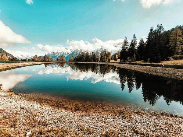 kleiner Bergsee mit Spiegelung . frisch wars heute in der Höhe . . ...