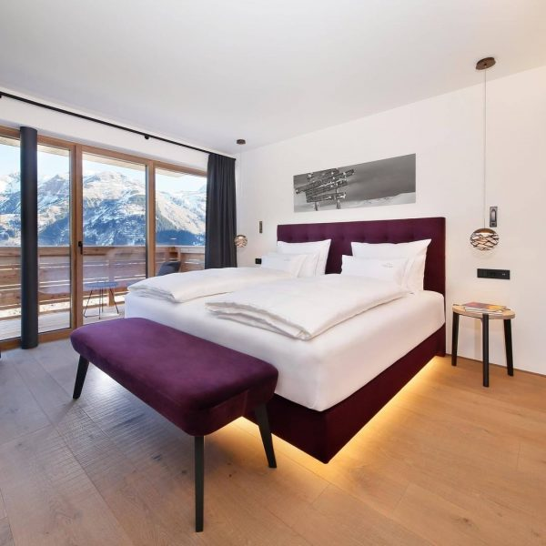 Who wouldn't want to wake up to this view? 😍 Hohe Welt is located in the middle...