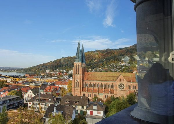 Strahlend schöner Ausblick heute vom Martinsturm in Bregenz 😍🍂🌳🏘🌊. By the way: Die aktuelle Ausstellung im Martinsturm...