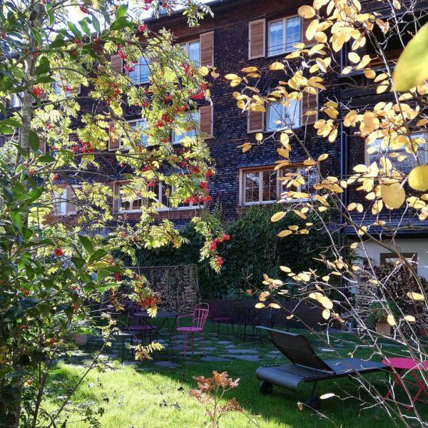 Wieder geht ein wunderschöner Herbsttag zu Ende. #kronehittisau #hittisau #bregenzerwald #herbstgarten #herbstfarben #herbst ...