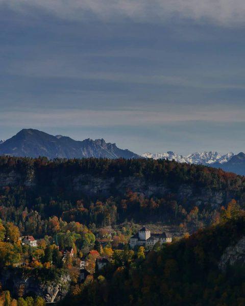 #feldkirch #schattenburg #feldkirch #herbst #herbstfarben . . . . #autumn🍁 #autumnvibes #autumncolors #picoftheday ...