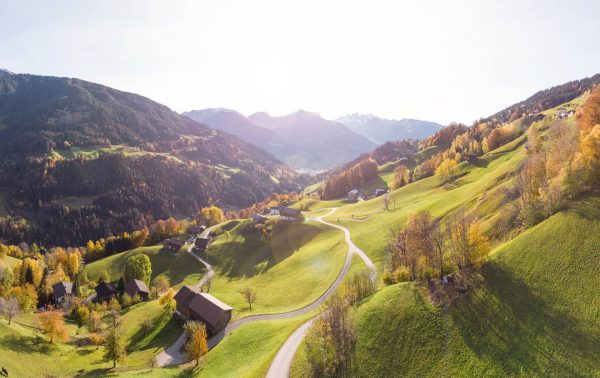 ... herbstlicher Blick aus dem Silbertal in Richtung Schruns ☀️☀️☀️ #schruns #silbertal #bartholomäberg #dreitürme #drusenfluh #tschaggunsermittagsspitze #ländle...