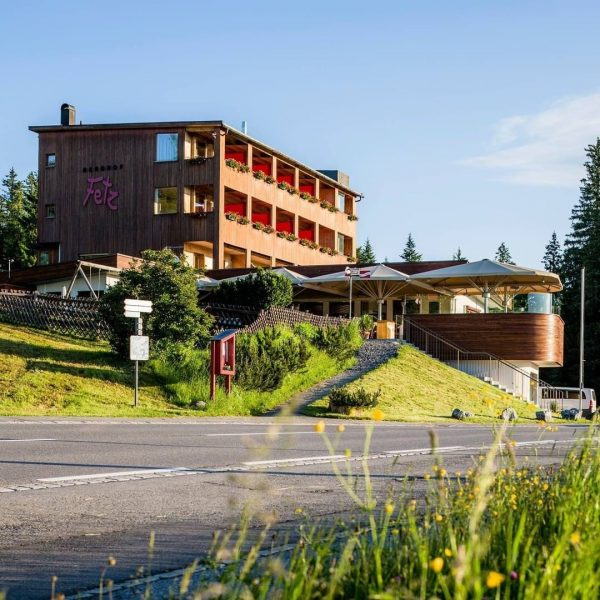 Der Berghof Fetz am Bödele liegt an einem der schönsten Aussichtspunkte zwischen Dornbirn ...