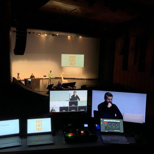 Schon mal eine Hybrid-Veranstaltung ins Auge gefasst? Mit Live- und Online-Publikum? Das Montforthaus macht´s möglich. In den...