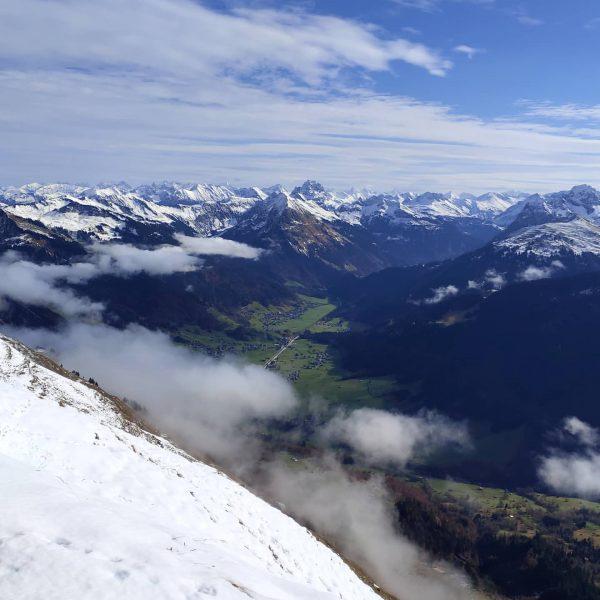 Kanisfluh/Holenke (2.044 m) Ab 2.000 Metern ein bisschen Winter, im Tal gemütliche 12 ...