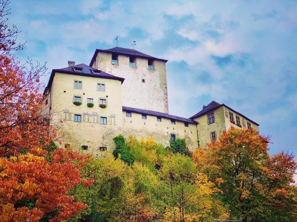 Im #Herbst NOCH majestätischer 🤴 #schattenburg #royal #feldkirch #vorarlberg #ländle #burg #castle #vintage ...