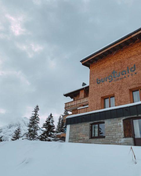 Wir wünschen Ihnen und Ihrer Familie einen schönen Sonntag ☃️ Wir genießen bereits den Schnee und freuen...