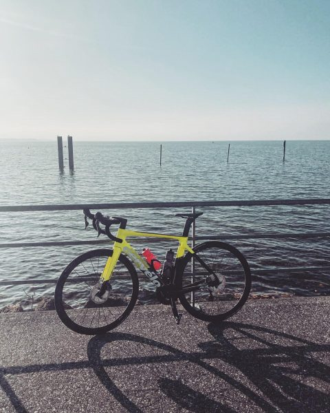 Looks almost like summer but it was just 10 degrees 😎🥶 #weekendride - ...