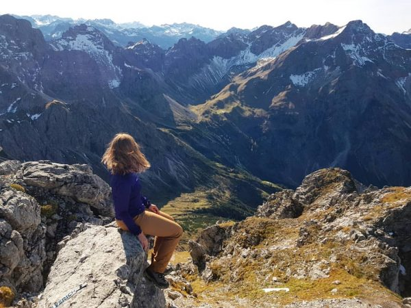 Traumhafte Bergkulisse 🗻 #kleinwalsertal #allgäueralpen #mountaingirls #girlswhohike #gooutside #berge #wandern #neverstopexploring #allgäu #adventuregirl ...