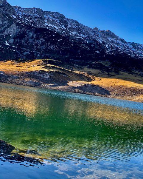 Am Ende des Zugertals, inmitten des Lechquellengebirges, liegt auf 1.793m der Formarinsee. Das ...
