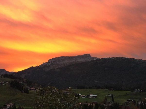 Memories - Oktober 2018 🤩 ⛰ #Kleinwalsertal#Berge#Ifen#Lieblingsberg#Abendstimmung#Sonnenuntergang#autumnvibes#Herbst#Alpenliebe#Bergliebe#wandern#Wanderlust#UrlaubindenBergen#wandernmachtglücklich#naturelover Riezlern Kleinwalsertal