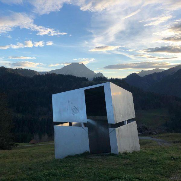 Die Welt in Schieflage - Eine poetische Landschaftserfahrung passend zum aktuellen Lebensgefühl #georunderindberg ...