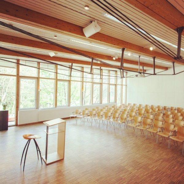 Lichter aus bzw. leere Seminarräume heißt es bis auf Weiteres in @starbogast. Telefonisch ...