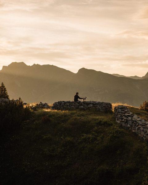 Soothing Sundays 🍂 #Lech #LechZuers #HotelArlbergLech #BestFriends #Lotti #HotelDog #Hiking #Autumn #autumnvibes #Kriegeralpe #Wandern #Wandertag #Ausflug #Bergwandern...