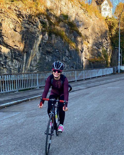 Licht und Schatten ☀️🥶 Radfahren im Winter ist manchmal eine Herausforderung! Im Sonnenschein ...