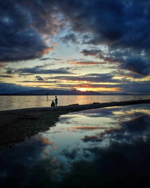 ☁️🌅☁️ . . . #bodensee #bodenseevorarlberg #visitbodensee #vorarlberg #visitvorarlberg #lakeconstance #lake #reflection #sunset #sunset_pics #sunsetlovers #sunsetphotography #mobilephotography...