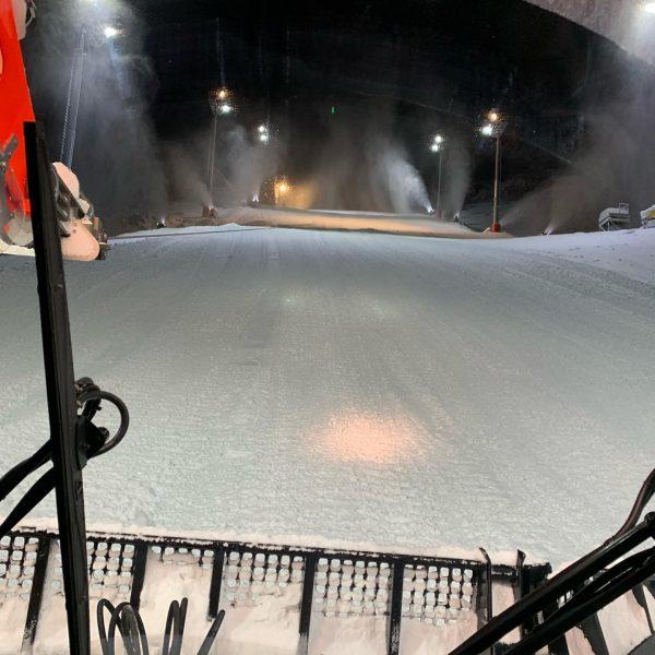 Die Vorbereitungen für den Weltcup laufen auf Hochtouren - es wird bis in die frühen Morgenstunden gearbeitet....