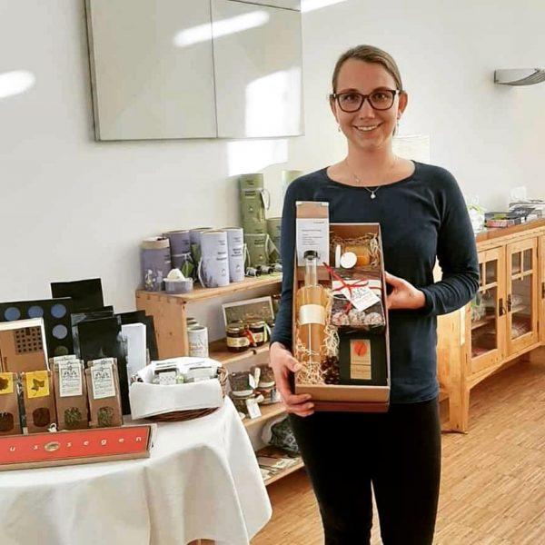 Unsere Mitarbeiterin Christina Moosbrugger präsentiert heute die Arbogaster Weihnachtsbox 🎁 mit hausgemachten Köstlichkeiten aus unserer Küche: mit...