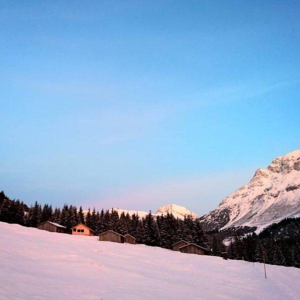 Unglaublich schöne Abendstimmung 😍🤩 . . #soldanellaappartements #lechzuers #visitvorarlberg #moretimemorespace #naturelover #austrianalps #mountainlovers #bergliebe #wintervibes #snow #freshair...