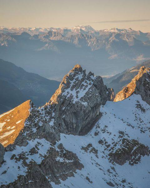 First light on the Eferagrat between the Großes Walsertal and the Bregenzerwald ⛰️ . . . #großeswalsertal...