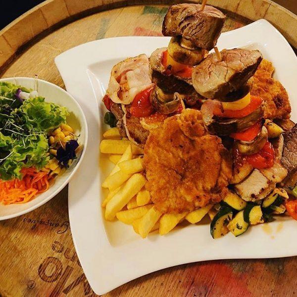 Lust auf etwas verdammt Köstliches?🤩 Gönn dir doch unsere Sternenplatte für zwei Personen mit Grill-Fleisch (Huhn, Schwein,...