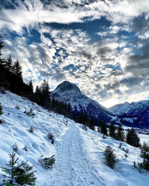 Sunday walk! 👌 #lech #visitlech #freshair #snowisourfavorite @appartandrealech @lechzuers Lech, Vorarlberg, Austria
