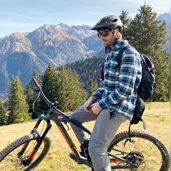 Ski resorts are closed, so back to my bike again😊🚴⛰. . . . . . #backtobikelife #outdoorfun...