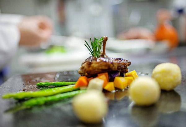 Die Historische Schifffahrt bleibt auch das kommende Wochenende im Hafen – aber unsere Küche kommt zu Ihnen...