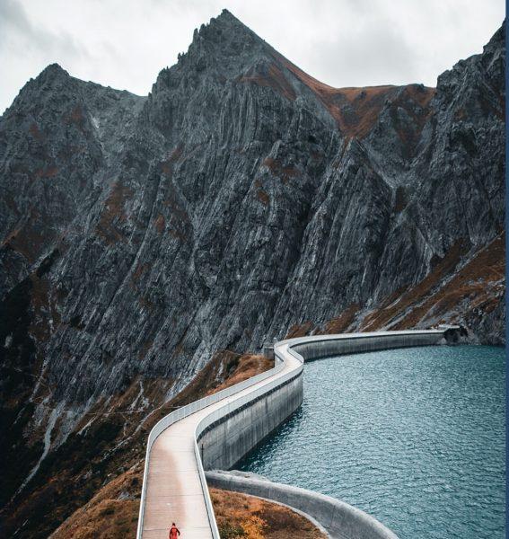 Lünersee - einzigartig schön. Als Überbleibsel vom Einst Großen Gletscher, aufgestaut für Eko ...