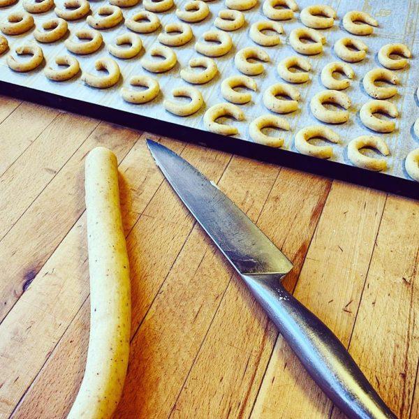 ❄️🎅 Herrliche Kekse aus der @cafekonditoreifritz freuen sich neben ganz viel Weihnachtseis auf euch! Jetzt bestellen, zu...
