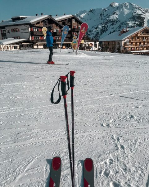 The definition of ski in-ski out ☃️ For almost 100 years, people have been skiing in Lech,...
