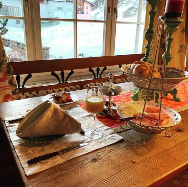 Ready for #flexenrace First guest, delicious breakfast Hotel Edelweiss in Zürs am Arlberg