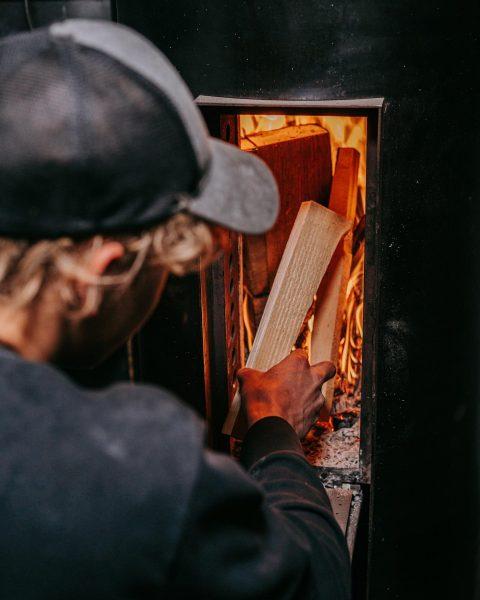 bei diesem Temperaturen heizt Marc in unserer Werkstatt gerne den Zylinderofen an. 🔥😎 #ofenbau #ofenbauvoppichler #schwarzstahl #grundofen...