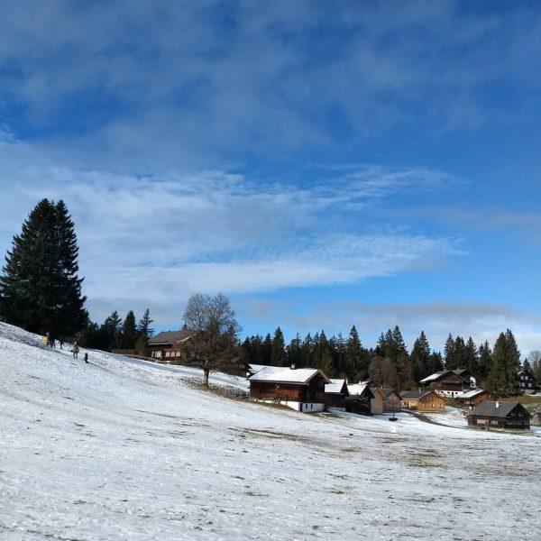 🐦 So Leute, der Winter ist da.... zumindest auf 1140 Höhenmeter ⛄ . #schnee #schneelandschaft #winterlandscape #berglandschaft...