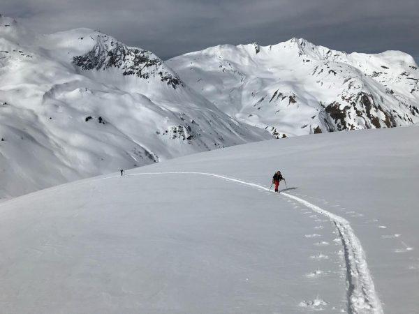❄️ Ich kann es kaum erwarten...❄️ #kaestleski #skitour #mitbergführerunterwegs #bergführer #snowhow #meinmontafon #bergpartnervorarlberg #skitourgehtimmer #schongebucht #outdooradventures #skiing...