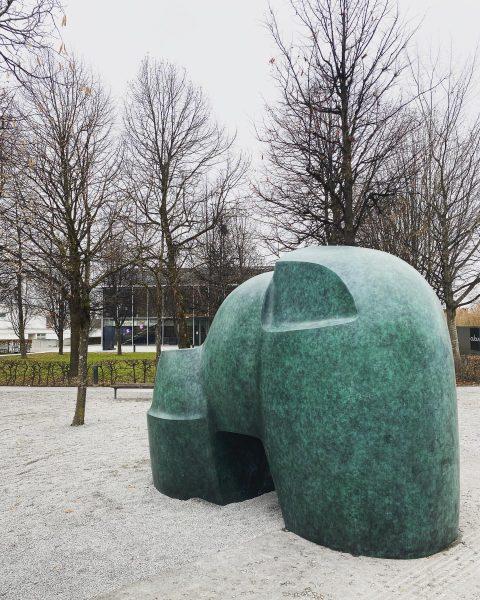 monumental public sculpture by Herbert Albrecht in Wolfurt 😃👌 #herbertalbrecht #galeriemaximilianhutz #vorarlberg #khm ...