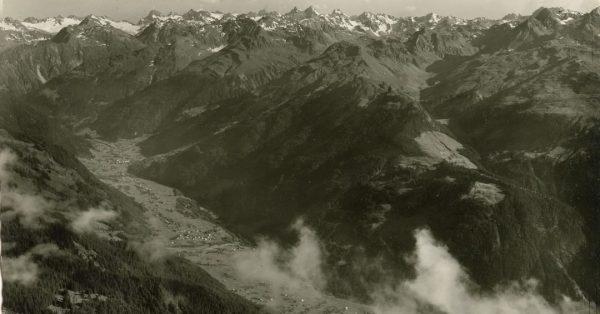 Blick vom Zamang auf das noch relativ dünn besiedelte Innermontafon und die Silvretta. Hat jemand dazu zufällig...