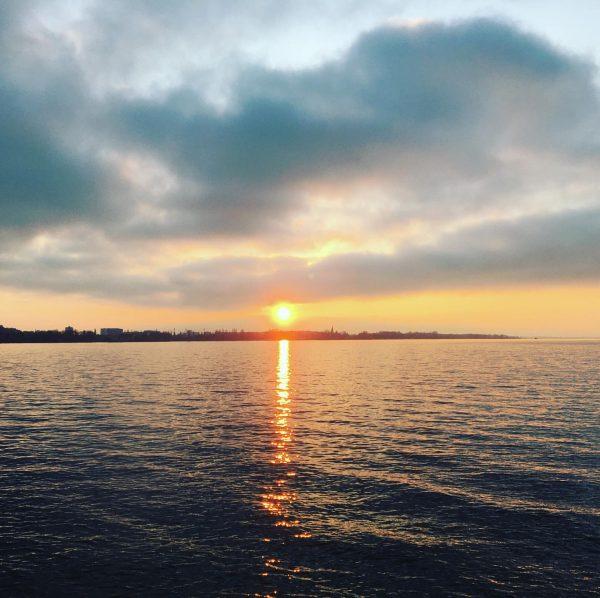 So wunderschön sind die Sonnenuntergänge am Bodensee! Schenk doch als Weihnachtsgeschenk Wertgutscheine der ...
