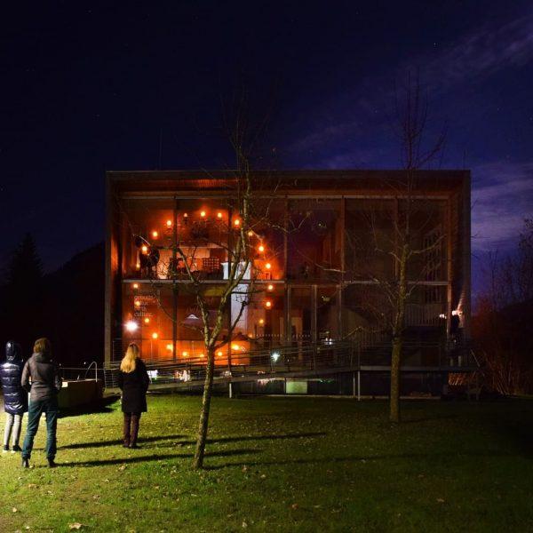 Was leuchtet da orange? Das Frauenmuseum Hittisau und die Vorarlberger Bürgermeisterinnen beteiligen sich an der UN-Kampagne ORANGE...