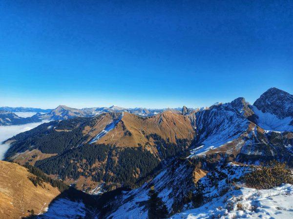 ~ Glück ist kostenlos, aber dennoch unbezahlbar ~ . . . #mountains #mountaineering ...