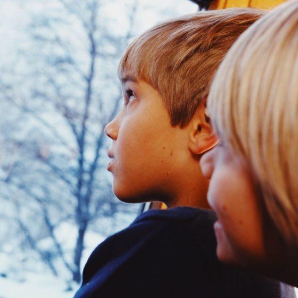 Was machen Kinder im Advent morgens als Erstes? Ganz klar - den Adventskalender ...