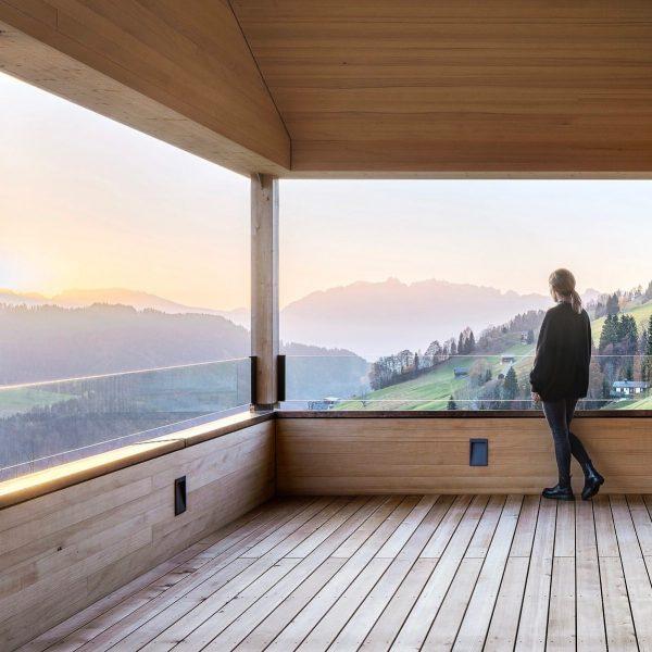 Bergfrieden #baumeisterjuergenhaller #häusermitseele #bergfrieden #vorarlberg #austria #architektur #baukultur #holzbau #handwerk #design #travelarchitecture #archilovers ...