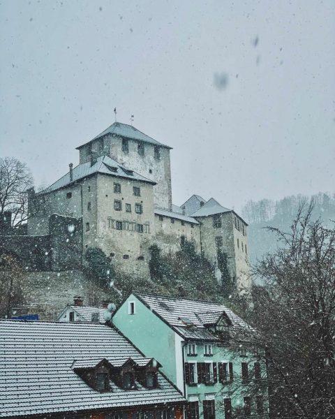 Der erste Schnee in dieser Saison ❄️ Leider können wir momentan niemanden in ...