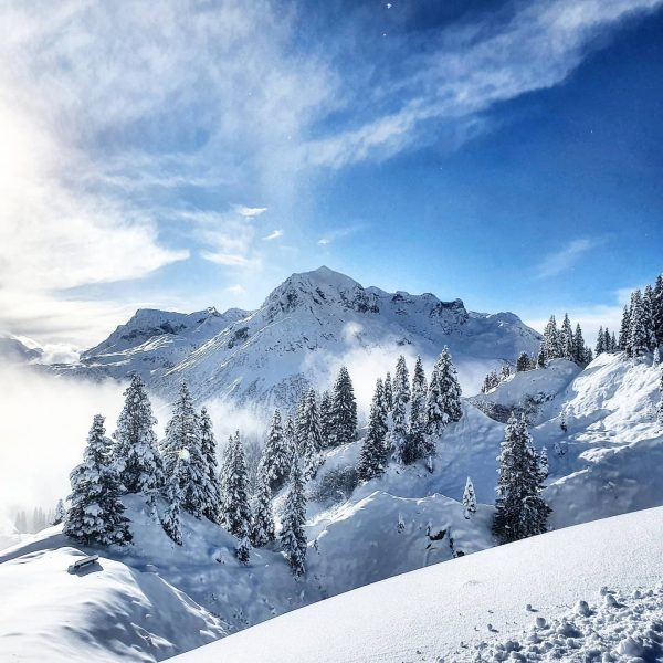 ❄ICE❄ cold winter air... 🥰 . . #cantwait2ski #ski #skiing #winter #winterair #snow #snowlove #snowman #snowisintheair #mountains...
