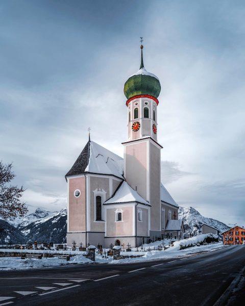 📍 Bartholomäberg . . . . . . #church #churchphotography #building #kirche #bartholomäberg ...