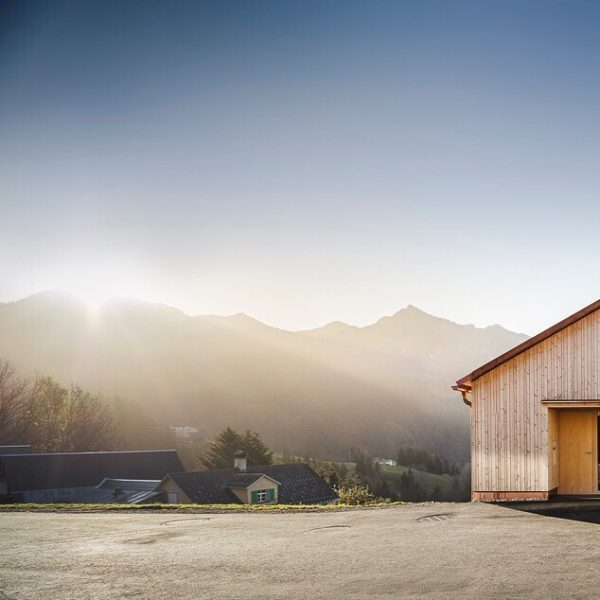 Bergfrieden #baumeisterjuergenhaller #häusermitseele #mellau #bregenzerwald #architektur #baumanagement #constructionmanagement #vorarlbergerholzbaukunst #baukultur #kulturlandschaft #holzbau #holzbauvorarlberg ...