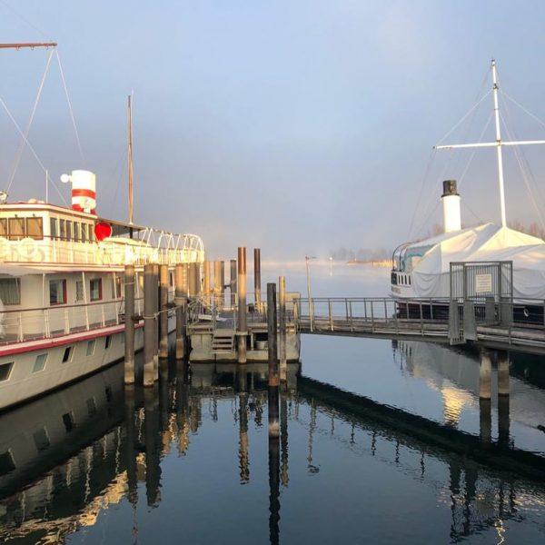 Was für ein wunderschöner Wintermorgen in Hard am Bodensee. Unser Dampfschiff Hohentwiel hat ...