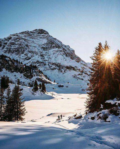 Ein Traum in weiß am Körbersee. ❄️ Foto: @julian_schmlzgr #warthschröcken #warth #schröcken #arlberg ...