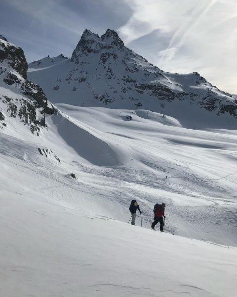 Ich wünsche Euch allen ein schönes Weihnachtsfest. 🎄 #merrychristmas #skitour #meinmontafon #bergführer #skimo ...