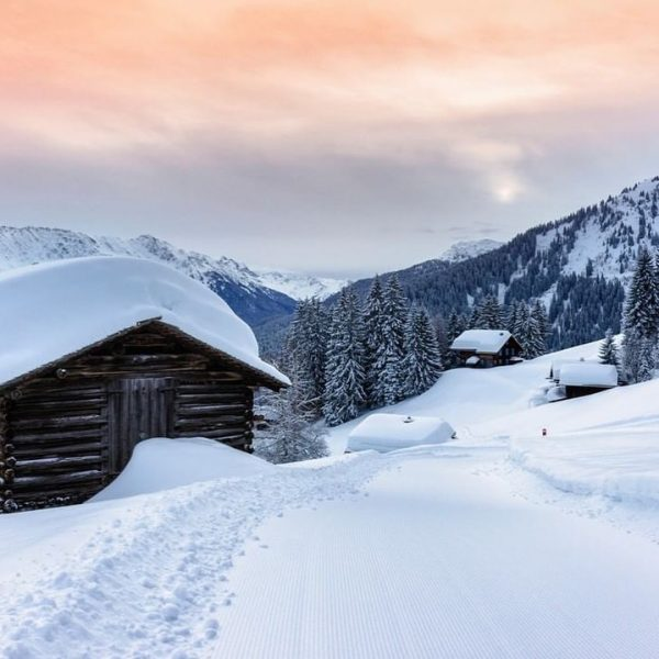 Wunderbar romantisch sind die verschneiten Maisäß Siedlungen in Vorarlberg. Hört nicht auf zu ...